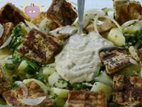 Tofu grillado, con papas a la provenzal con queso de castañas de caju